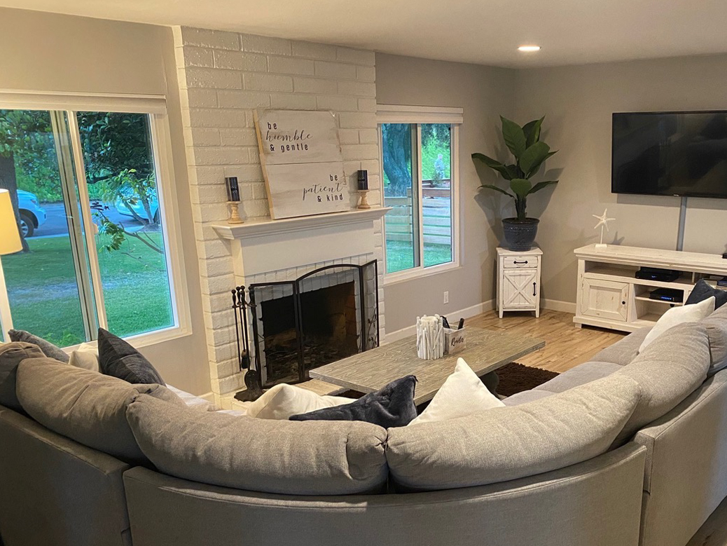 casa pacifica TV lounge